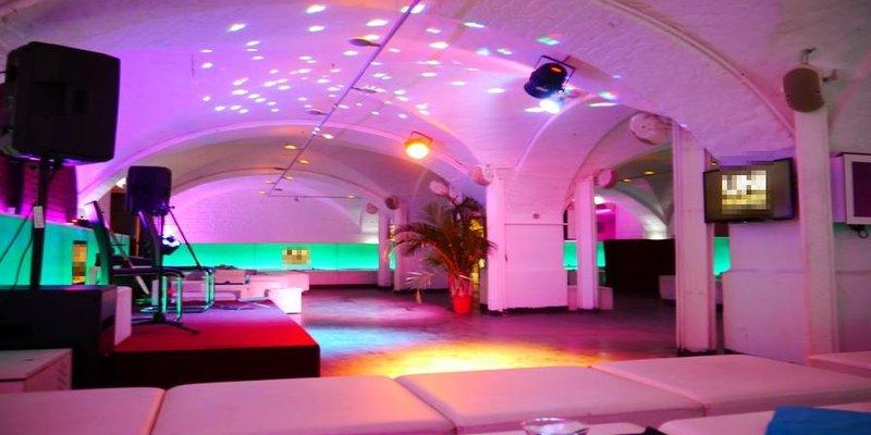 Lounge mit 150 Plätzen in bester Lage