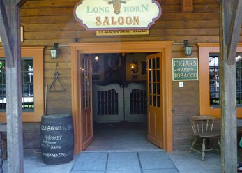 Western-style saloon with live music in Munich