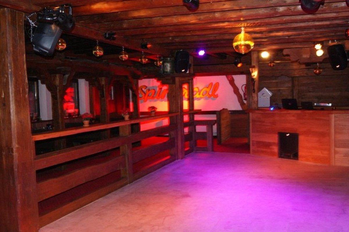 location gem tlich eingerichtete bar mit tanzfl che in landkreis miesbach schliersee. Black Bedroom Furniture Sets. Home Design Ideas