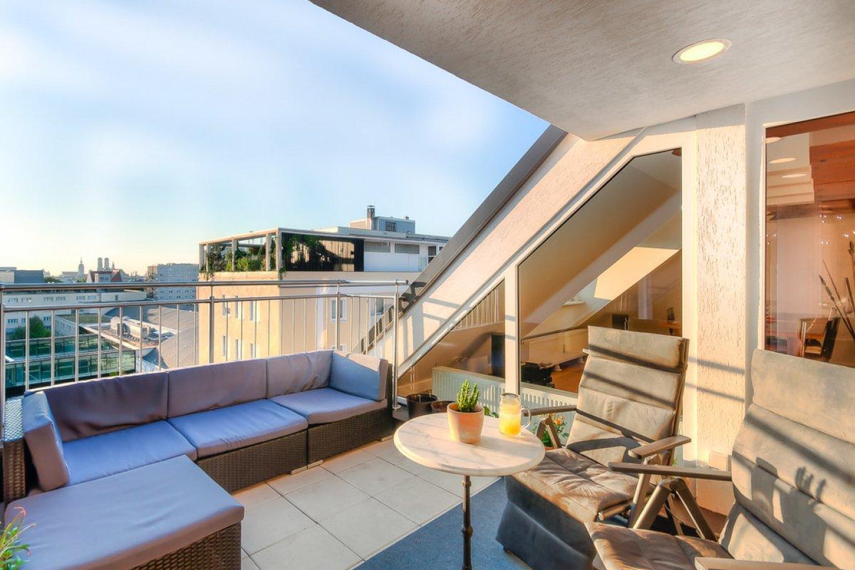 location exklusives penthouse mit altstadtblick in m nchen. Black Bedroom Furniture Sets. Home Design Ideas