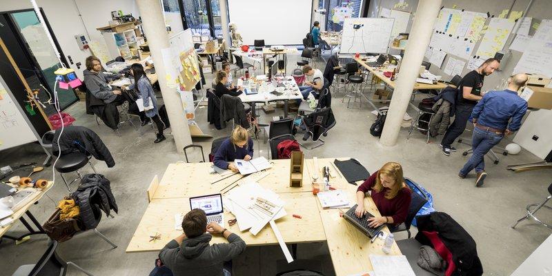 MakerSpace - Der geräumige Projektraum (130qm) im MakerSpace bietet einen idealen Innovationsraum in einem inspirierenden Umfeld für euer Vorhaben.