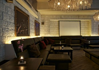 Exclusive lounge bar in stone look, town center