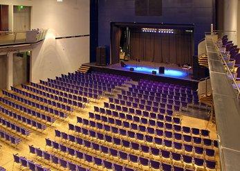 Stadthalle im Westen Münchens