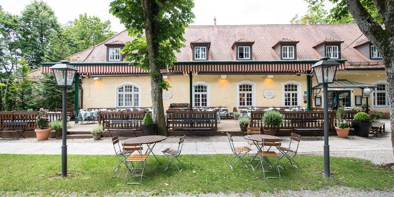 Gutshof mit Gewölbekeller, Saal und Innenhof