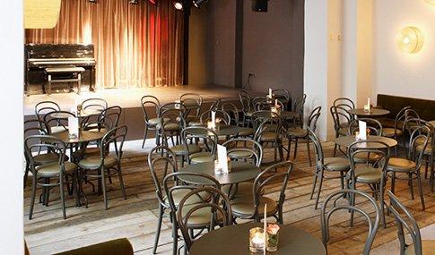 Restaurant with versatile Theatre