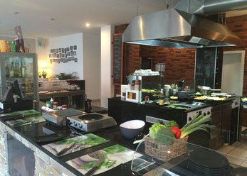 Location in mix modern/vintage with cooking island