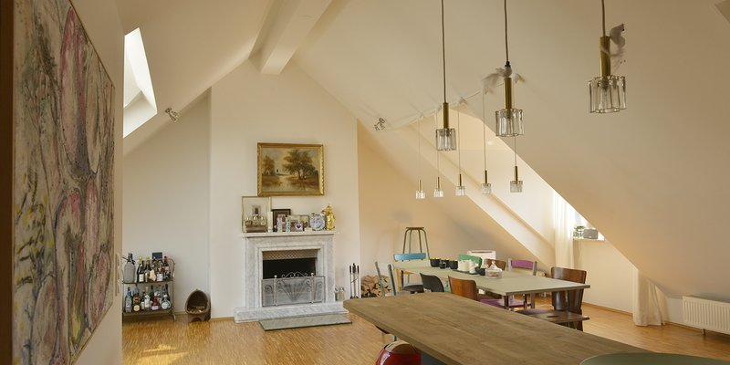 Loft in the DG with a fireplace and design classics