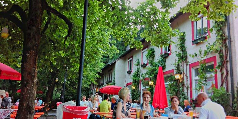 Hostel + events + beer garden in Munich West