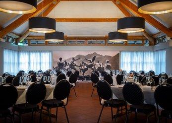 Gaststätte mit Saal, Stube und Biergarten