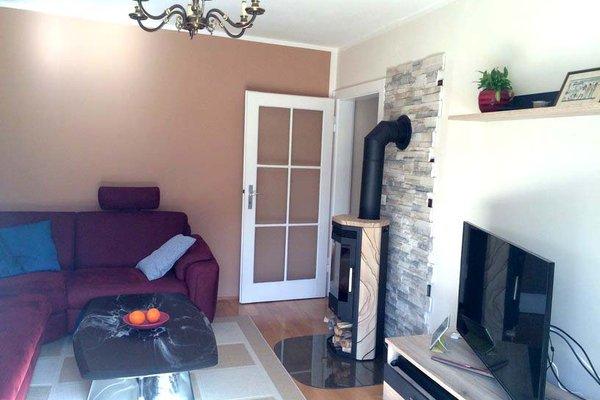 location schnuckeliges 50er haus stilmix alt modern in. Black Bedroom Furniture Sets. Home Design Ideas