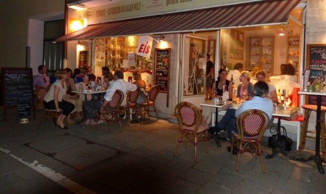 Puppenhaus-Bar/Cafe mitten in Schwabing